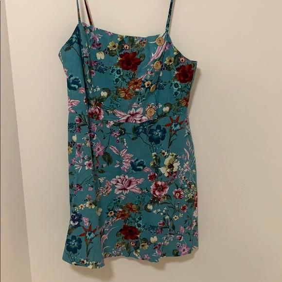 Lulu's Dresses & Skirts - Lulus Lush floral dress